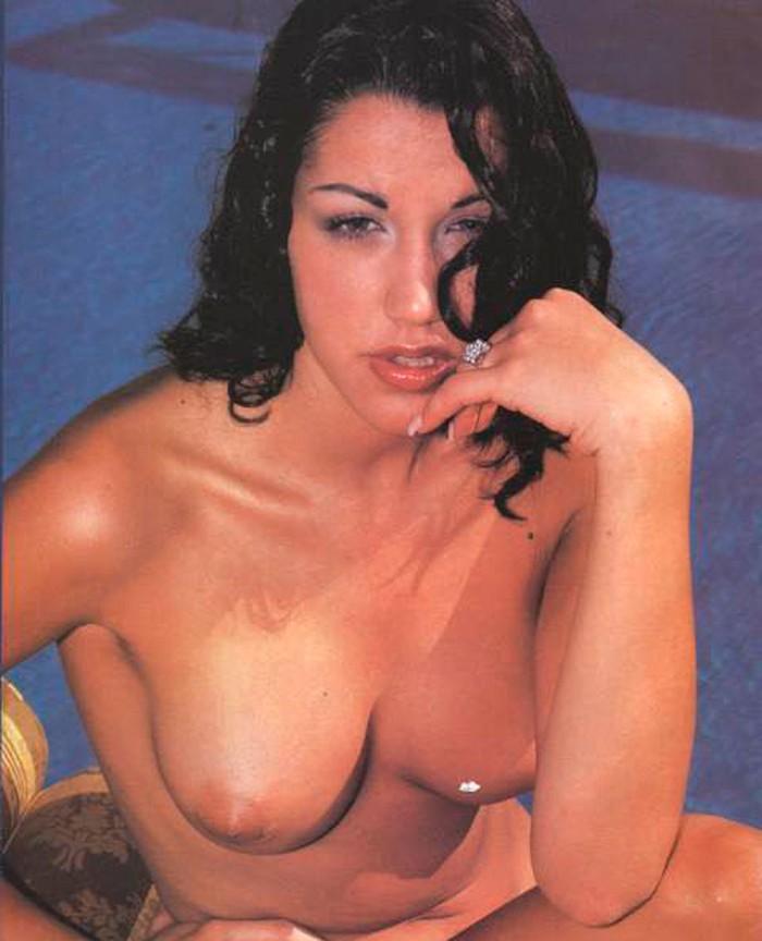 Nuria Bermúdez topless en revista