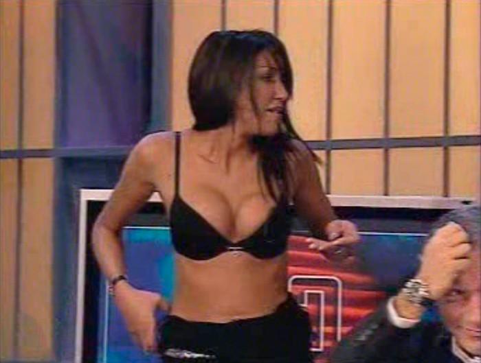 NuriaBer desnudándose plató televisión