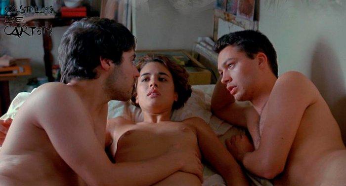 Adriana Ugarte escenas cama Castillos de Cartón