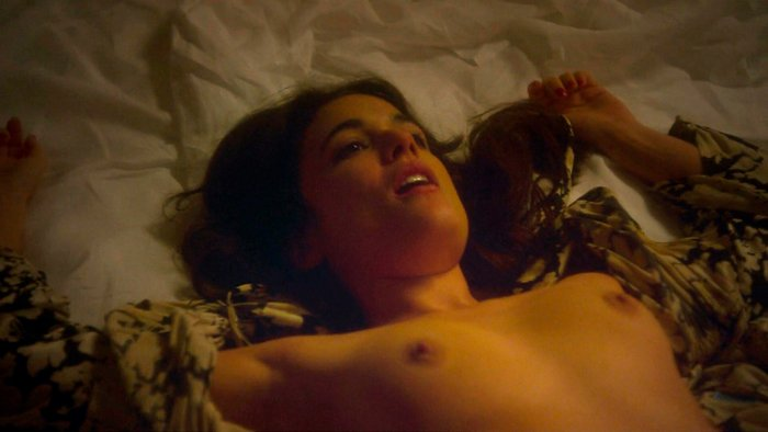 Adriana Ugarte pechos al aire