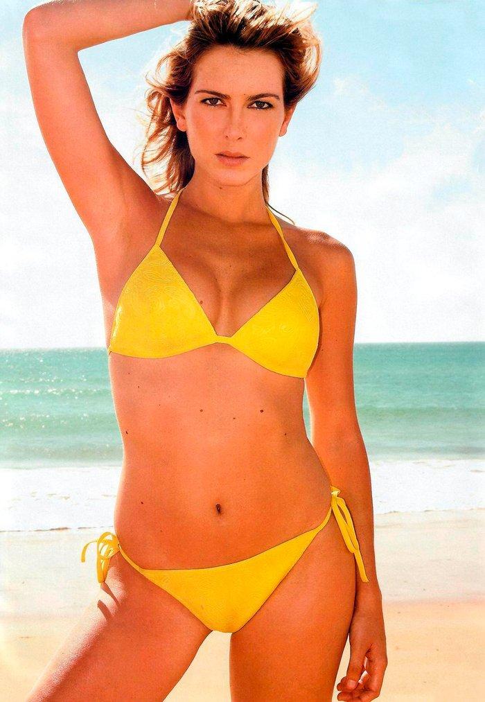 Kira Miro bañador amarillo