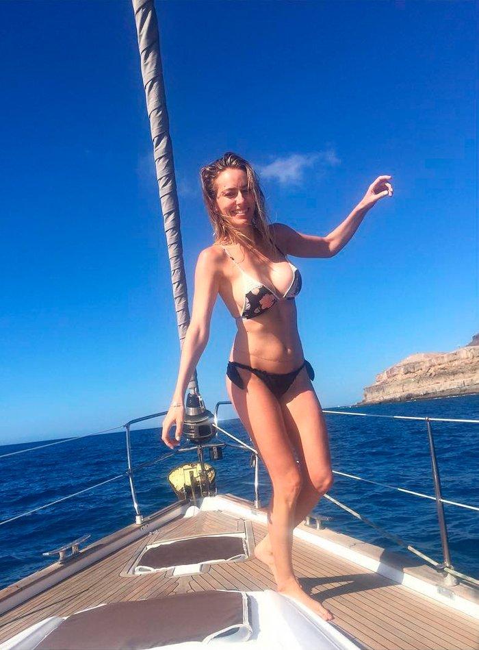Kira Miro bikini velero
