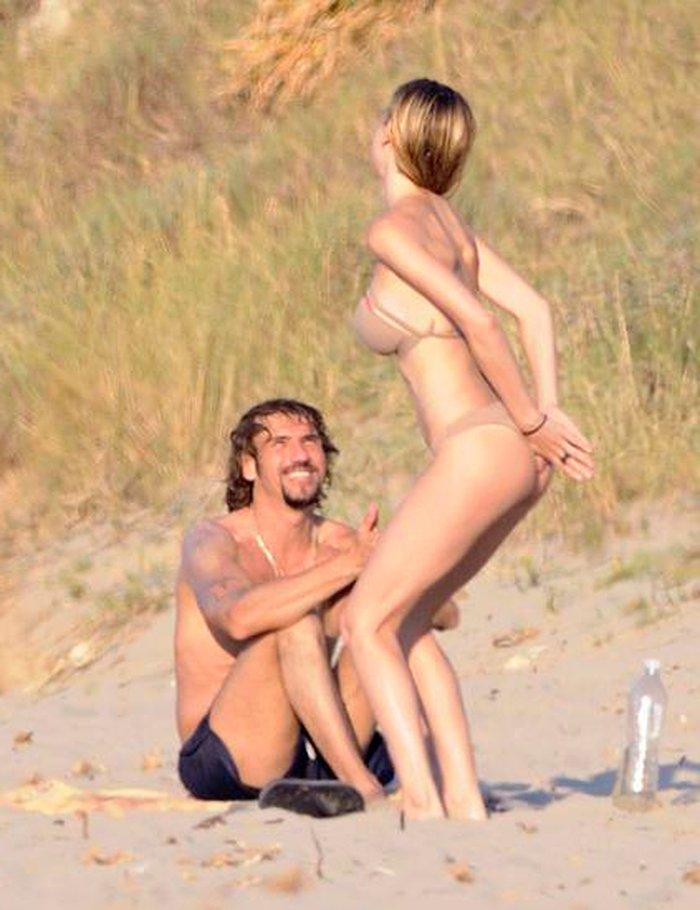 Kira Miro con novio en playa
