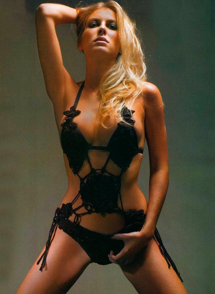 Kira Miro desnuda revista FHM 4