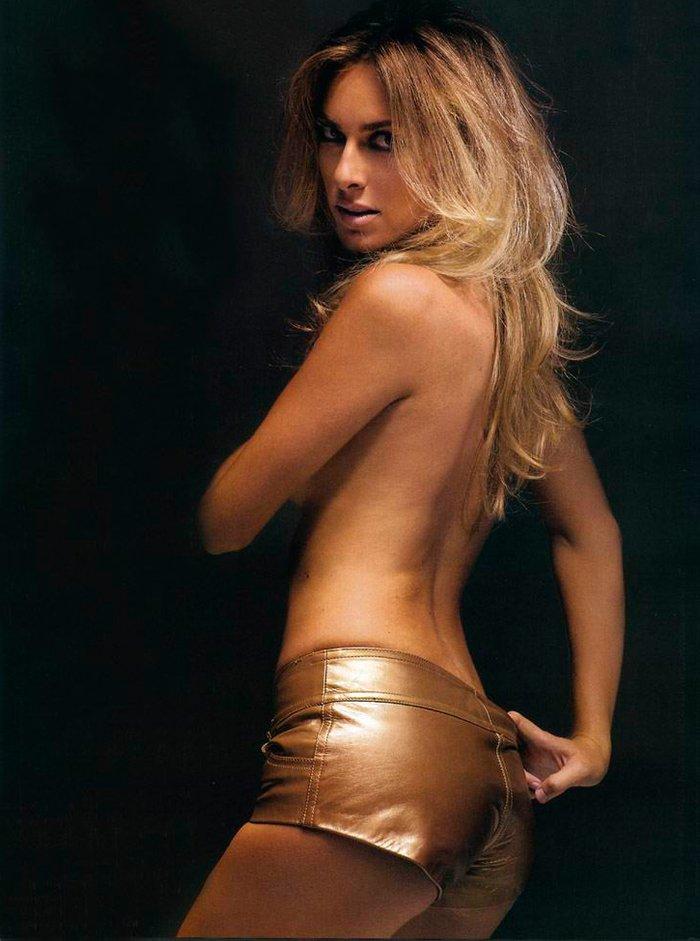 Kira Miro desnuda revista FHM 5