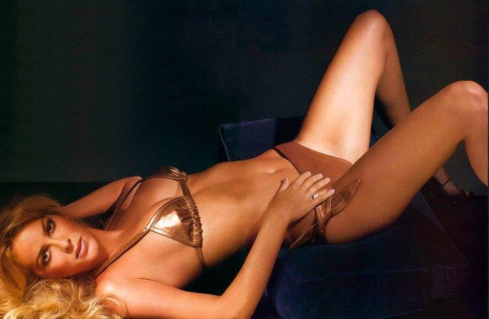 Kira Miro desnuda revista FHM 8
