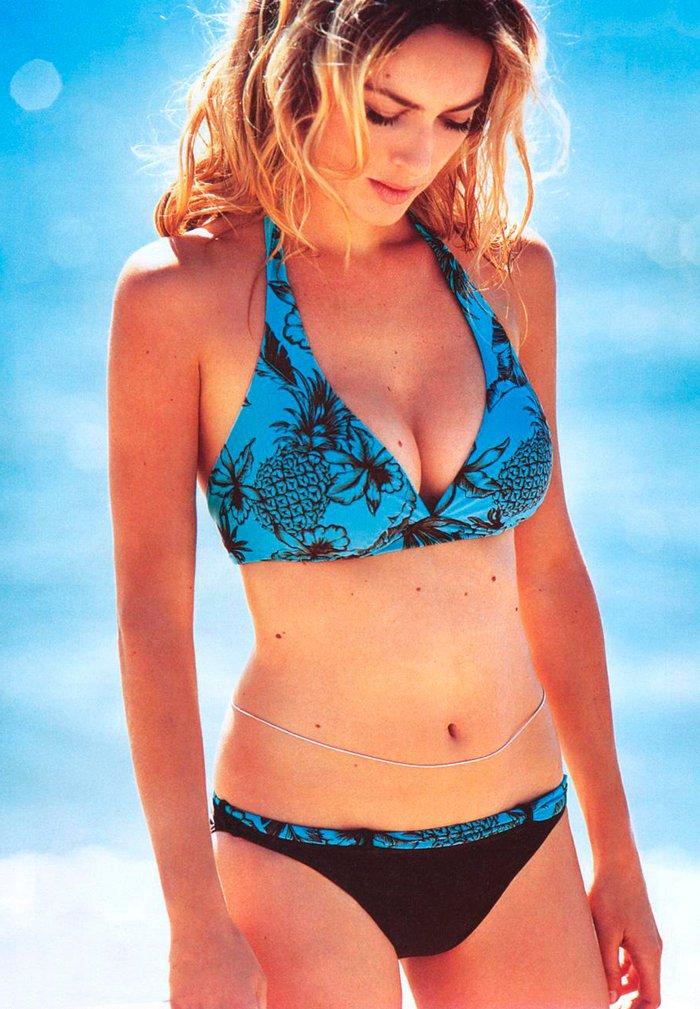 Kira Miro en bikini