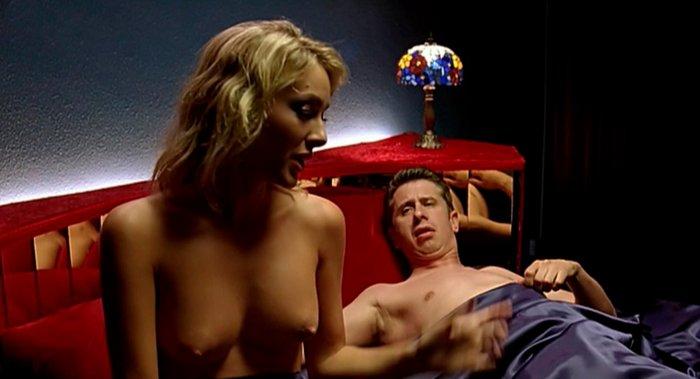Kira Miro escenas de cama películas