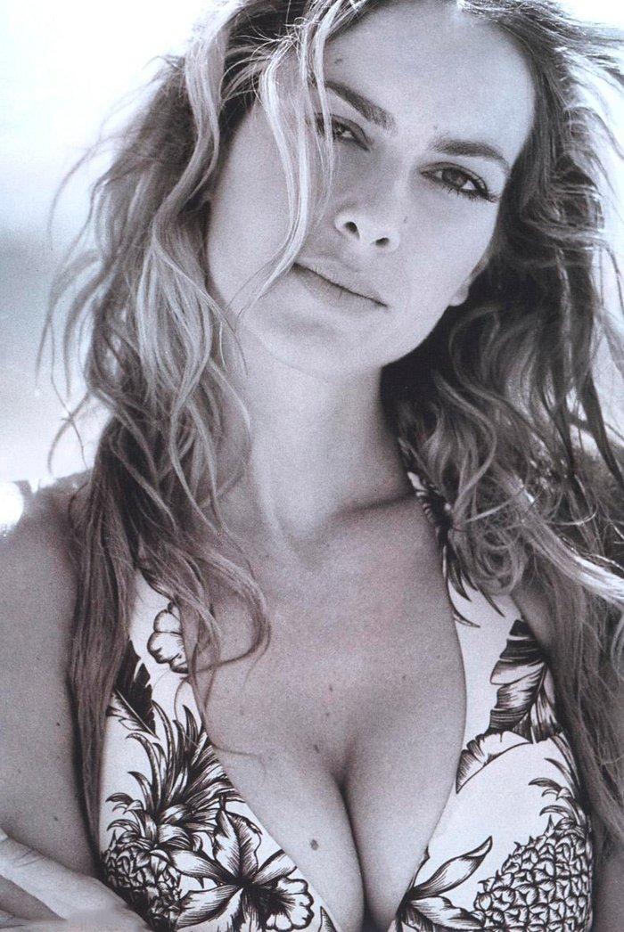 Kira Miro escote sexy