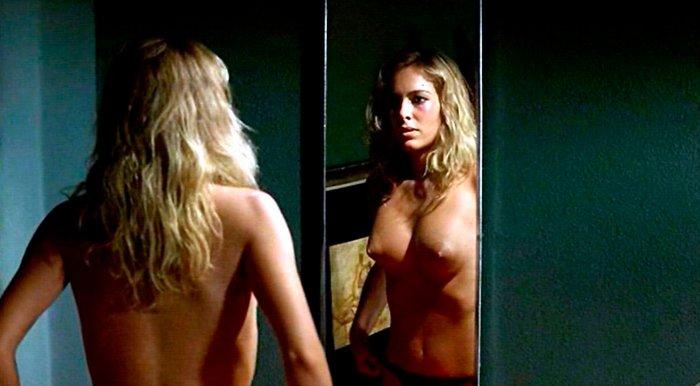 Kira Miro topless película Desde que Amanece Apetece