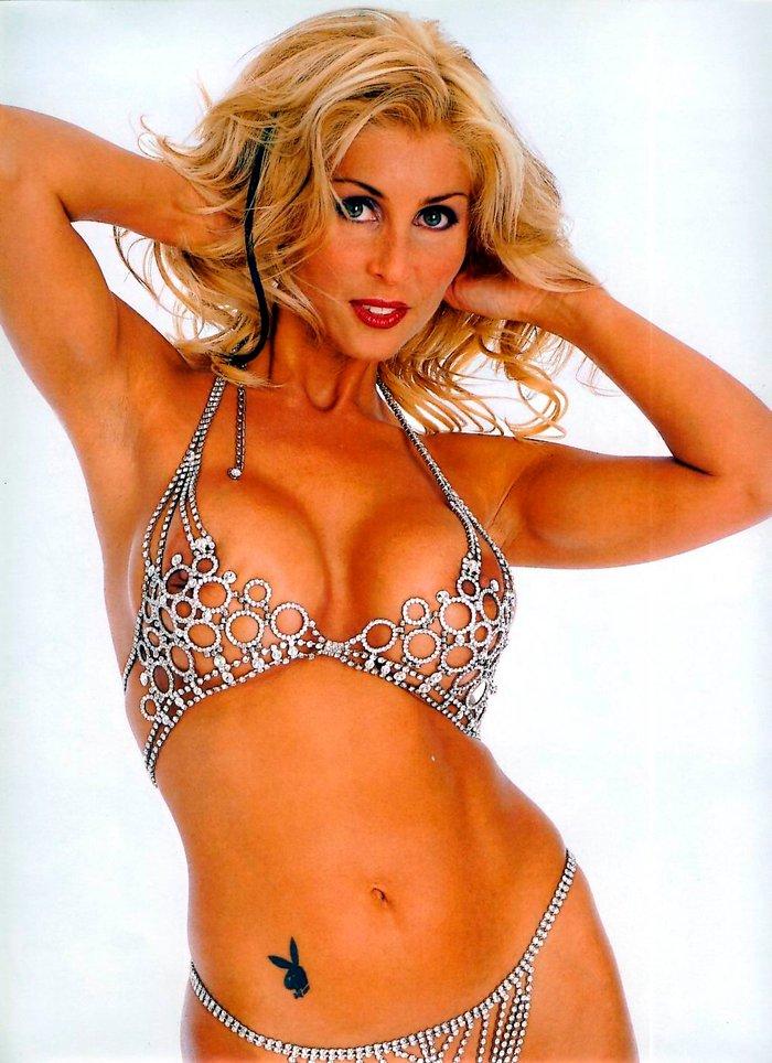 Malena Gracia bikini espectacular