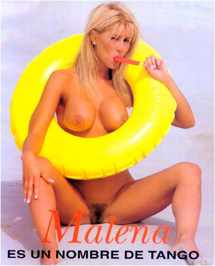 Malena Gracia enseña coño peludo