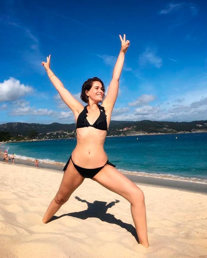Celia Freijeiro bikini negro playa
