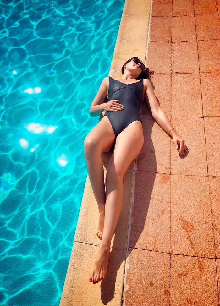 Celia Freijeiro bikini piscina