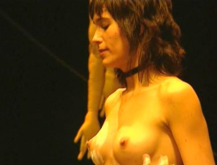 Celia Freijeiro desnuda tetas al aire