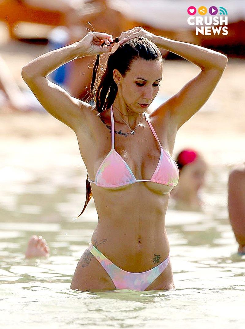 Fani Carbajo Cuerpazo Bikini Playa