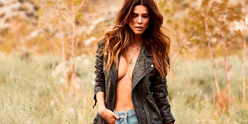 Juana Acosta Topless Posado Moda
