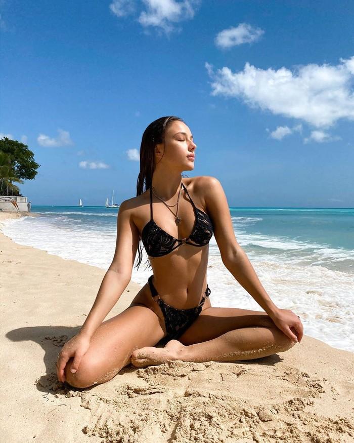 Katerina Safarova semidesnuda playa