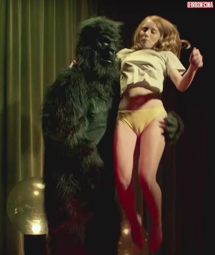 Laia Manzanares cameltoe marca coño bragas videoclip musical