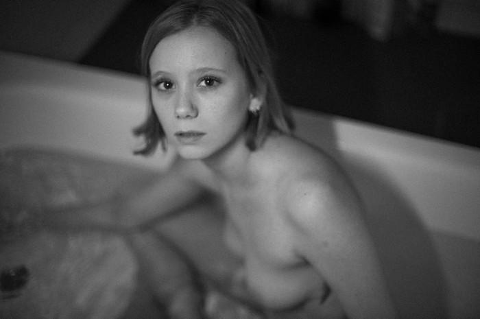Laia Manzanares topless bañera