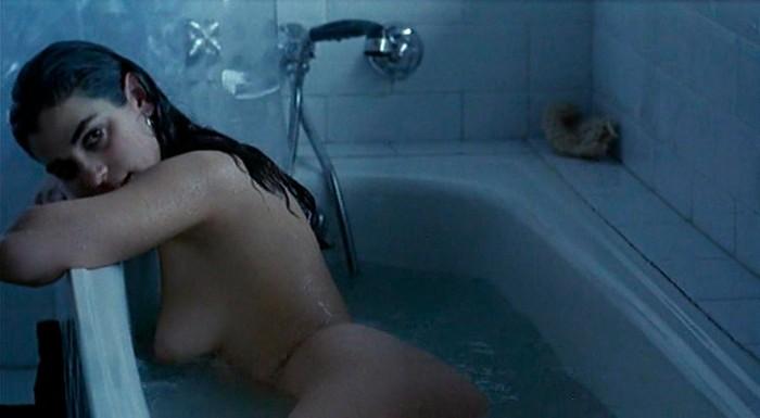 Ruth Gabriel escena erótica bañera Días Contados