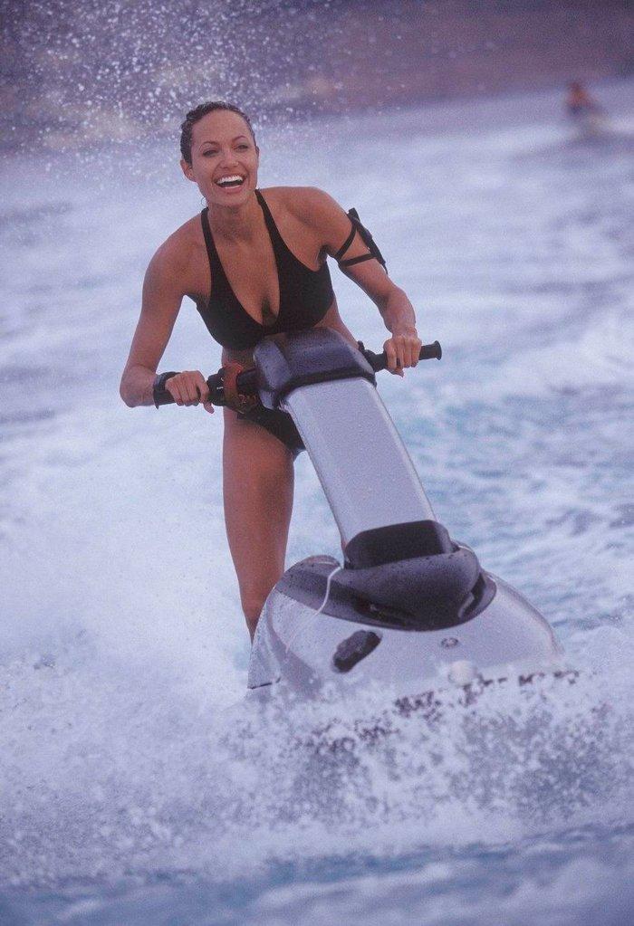 Angelina Jolie bikini Tomb raider