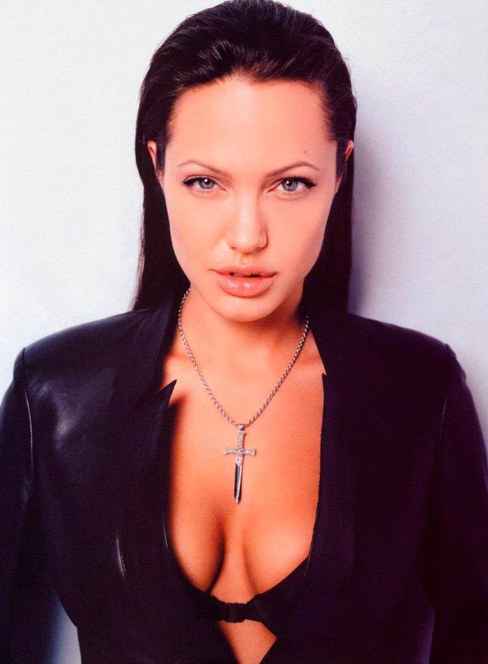 Angelina Jolie escote sujetador