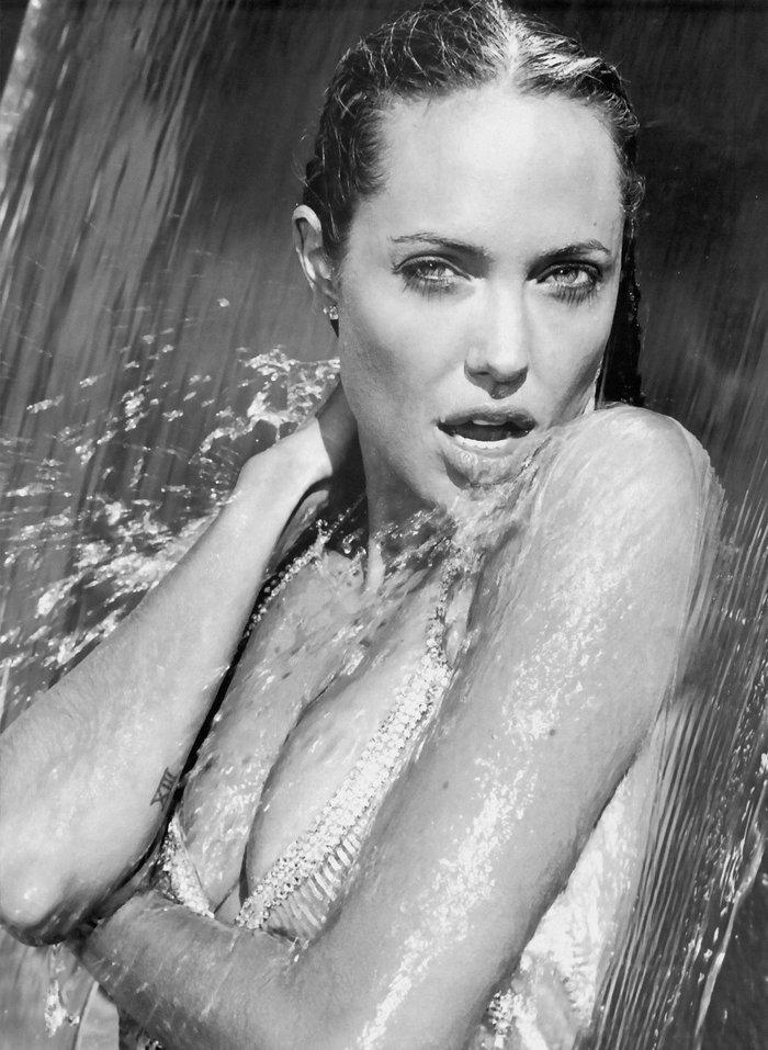 Angelina Jolie posado erótico fotos sensuales 2