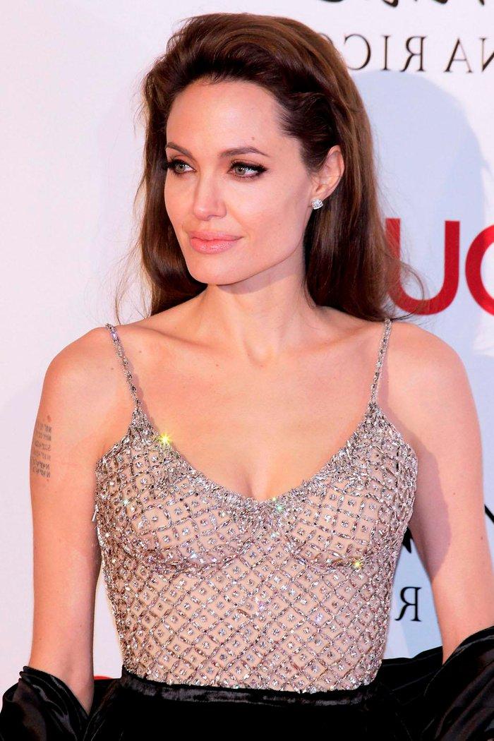 Angelina Jolie posado erótico fotos sensuales 5