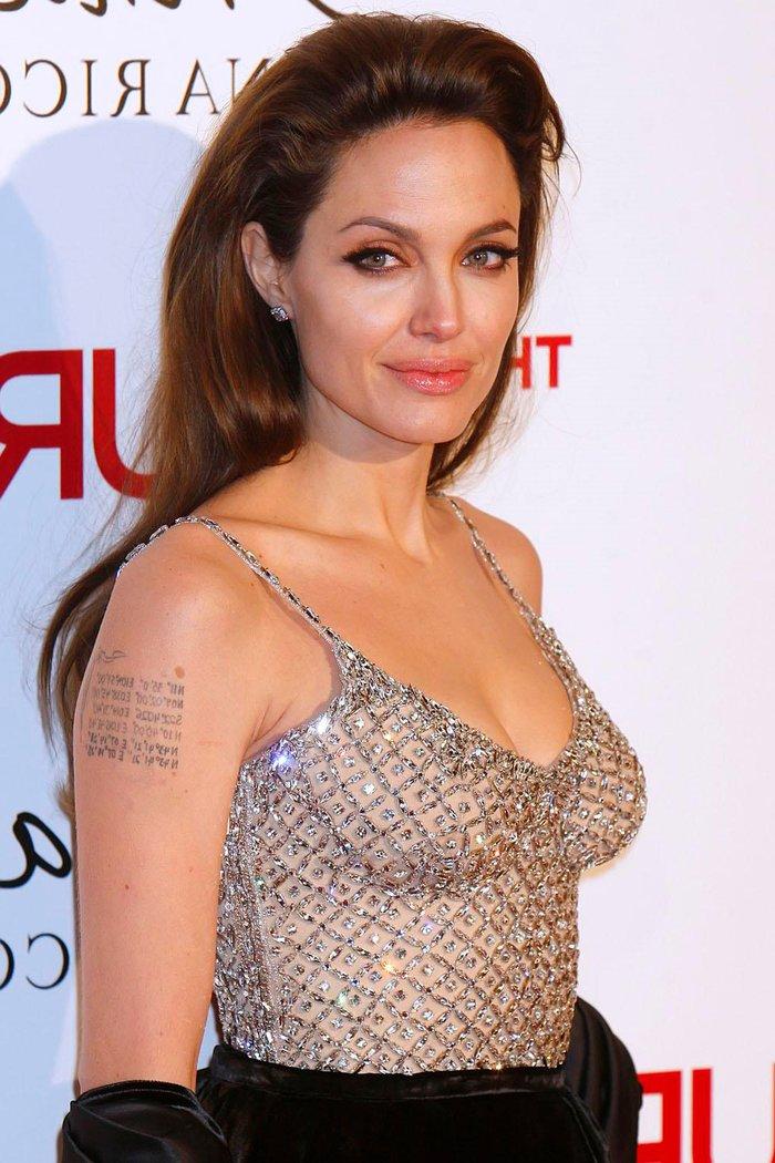 Angelina Jolie posado erótico fotos sensuales 6
