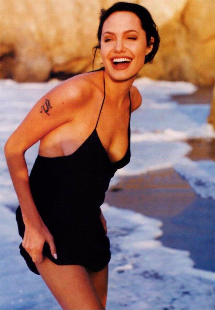 Angelina Jolie posado erótico fotos sensuales 9