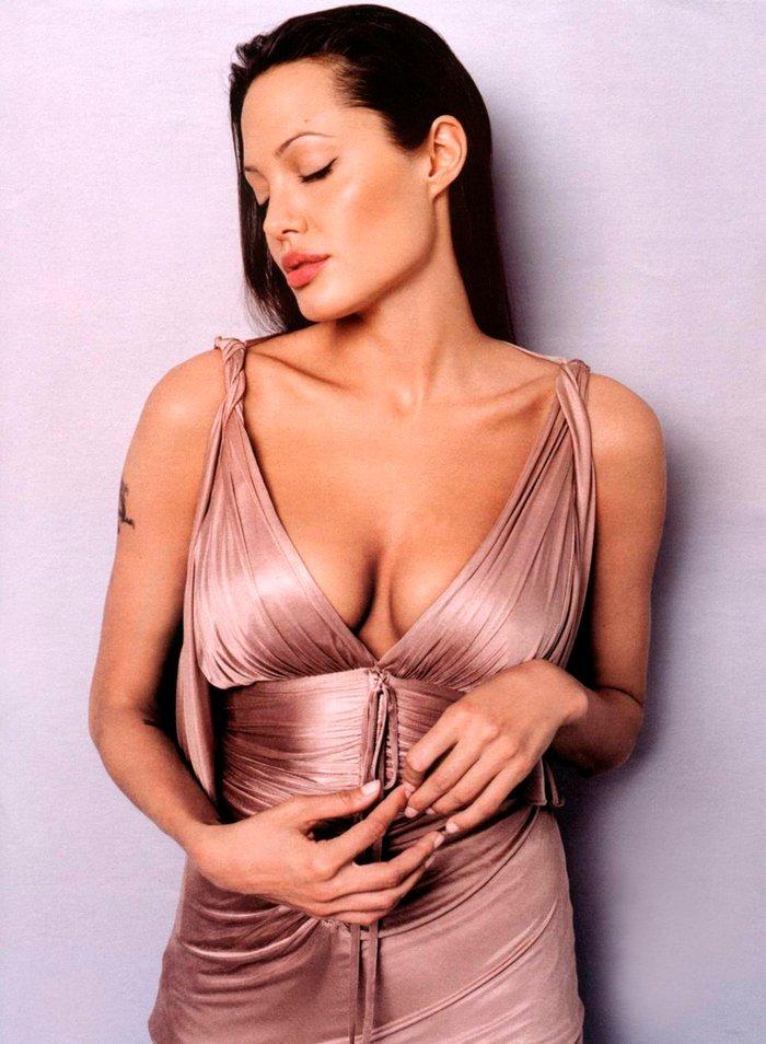 Angelina Jolie posado sexy revista moda 2