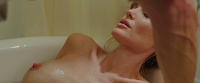 Angelina Jolie topless Frente al Mar