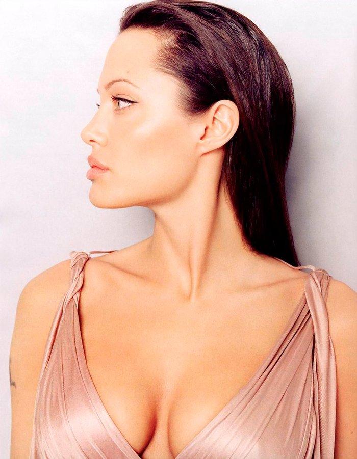 Angelina Jolie vestido sexy