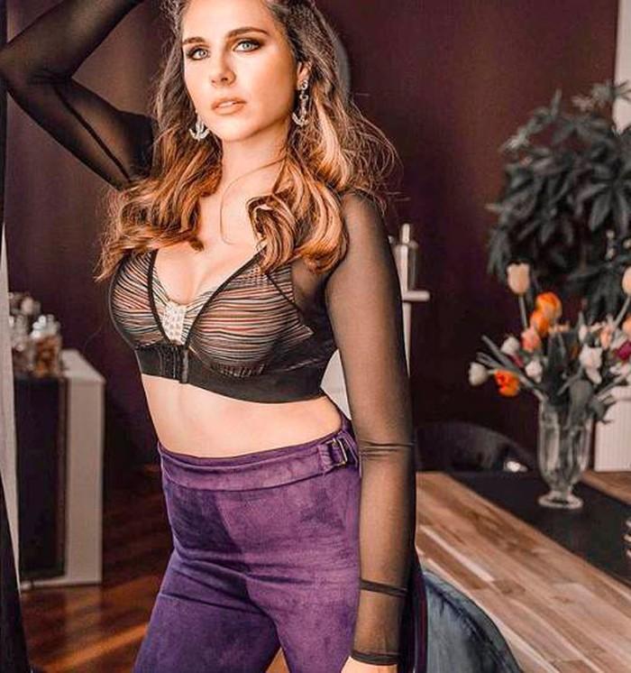 Ivana Icardi posado sexy transparencias