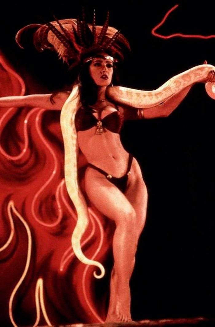 Salma Hayek bailarina erótica lencería film Abierto hasta Amanecer