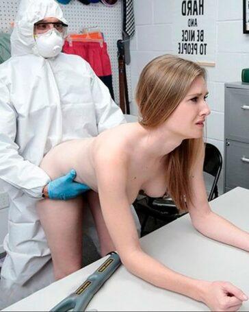Ashley Lane abusada sexualmente infectada coronavirus