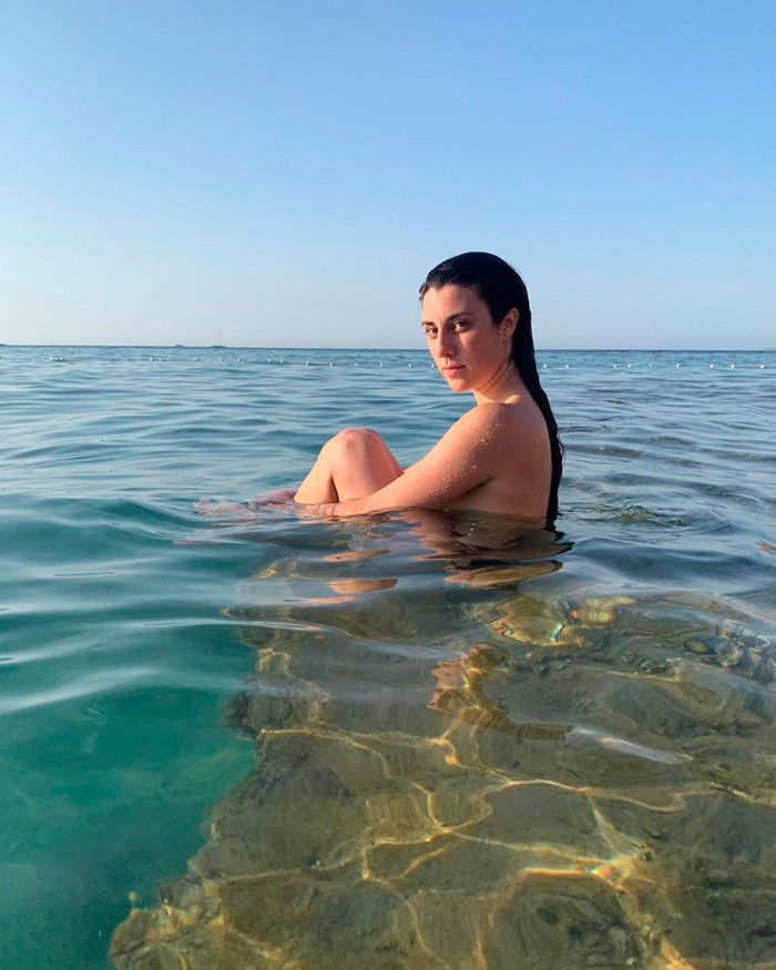 Elena Martín desnuda bañándose playa