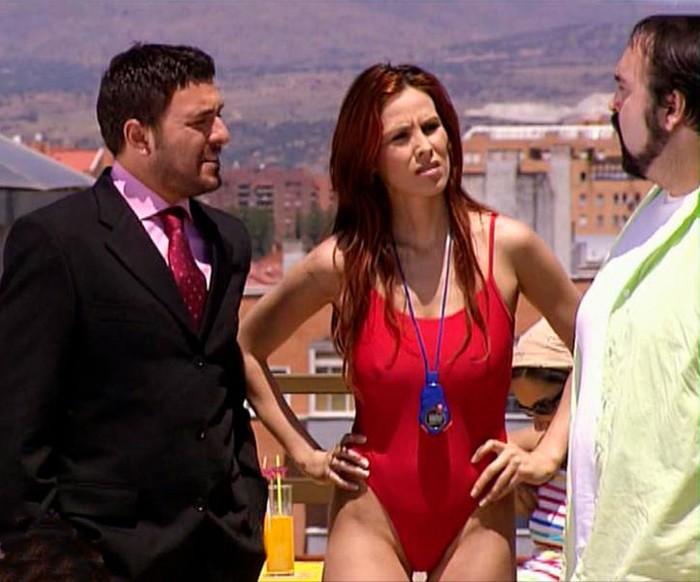 Isabel Pintor traje baño vigilante piscina