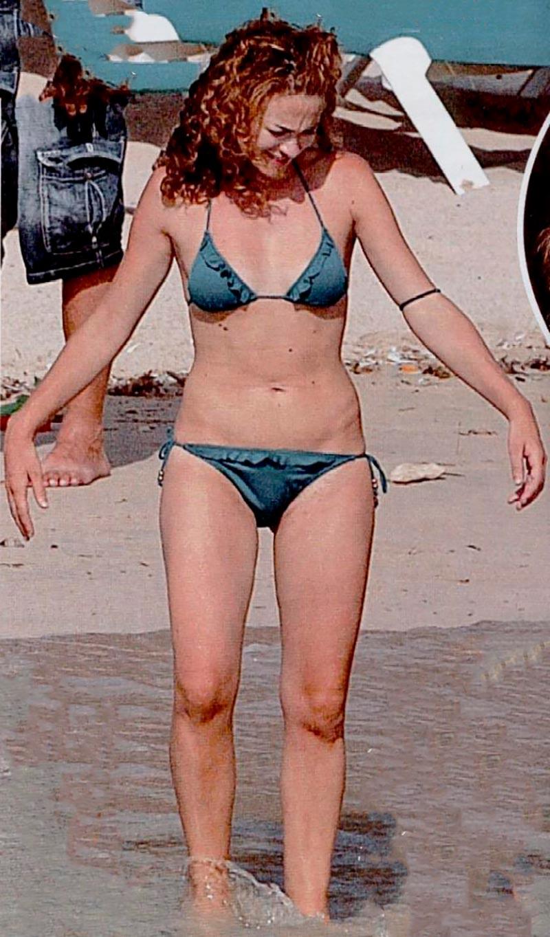 Marta Hazas Bikini Pillada Paparazzi Playa 2