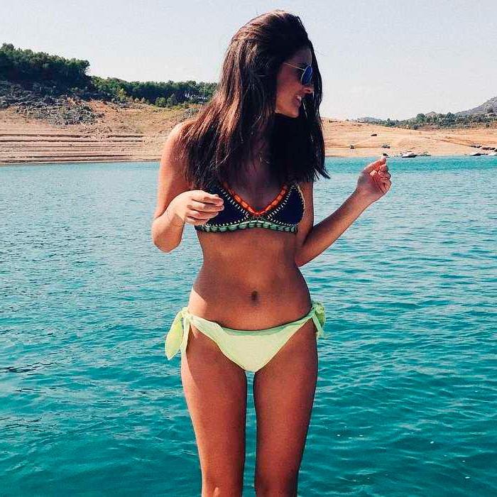 Alexia Rivas posado erótico cuerpo semidesnudo biquini 6