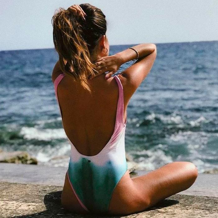 Alexia Rivas posado erótico cuerpo semidesnudo biquini 9