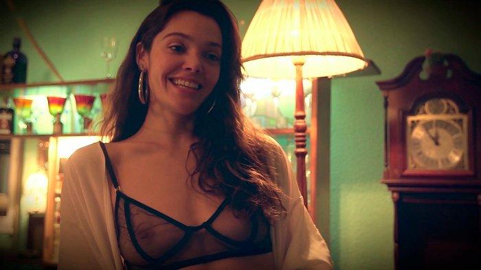 Ana Rujas enseña pezón película Diana Empoderada