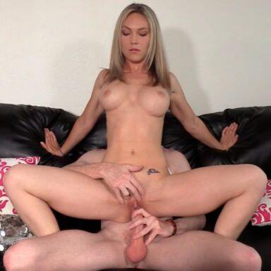 Kristi MILF novata Backroom Casting Couch