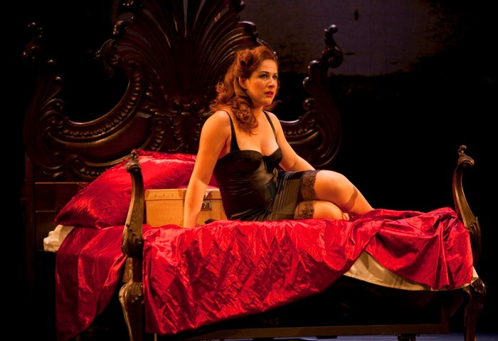 Lucía Quintana ropa interior obra teatro