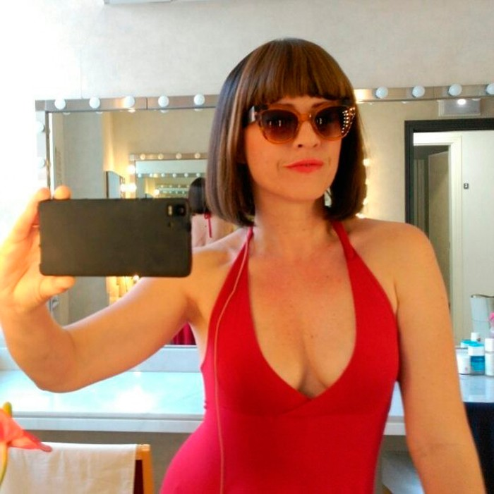Lucía Quintana vestido rojo provocativo
