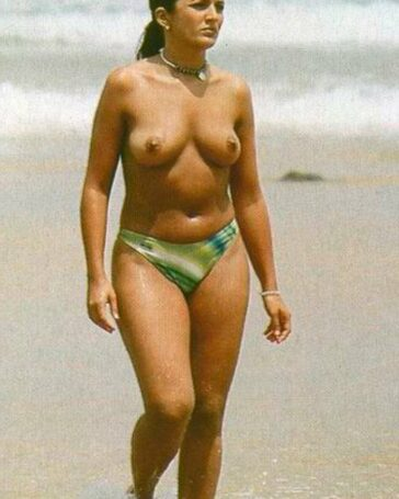 Marta López enseña tetas playa
