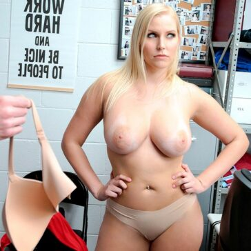 Vanessa Cage morbo savoir faire ShopLyfter
