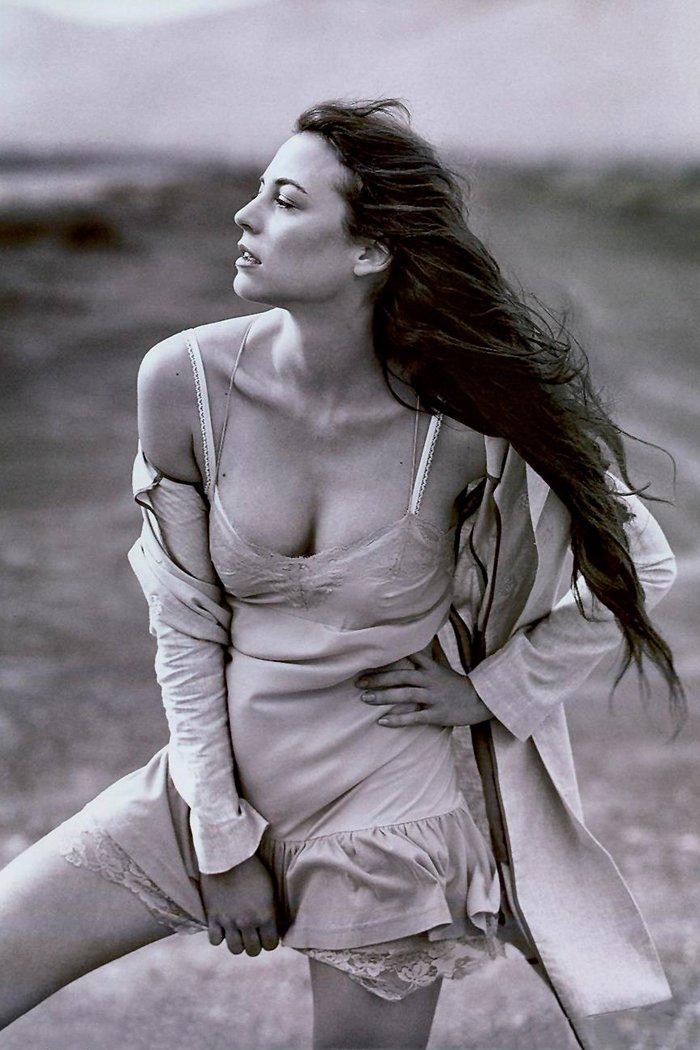 Leonor Watling posado erótico lencería 2