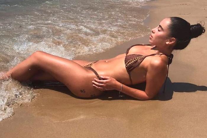 Macarena Millán posado sexy bikini playa